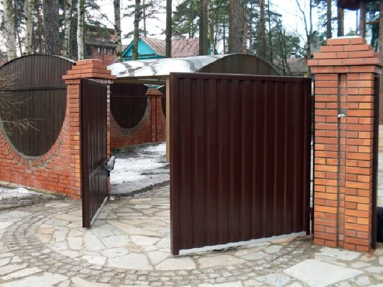 Автоматические откидные и распашные ворота для забора