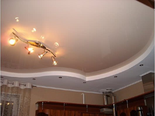 Двух уровненные натяжные потолки фото