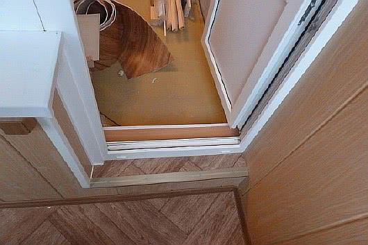 Фото лоджий с отделкой МДФ панелями под дерево Балкон 7