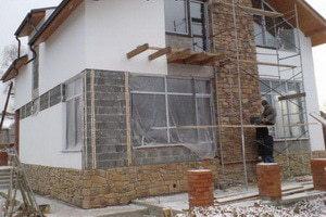Облицовка фасада загородного дома своими руками