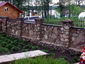 Дачный забор из камня