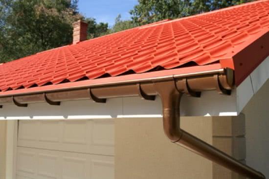Установка отливов на крышу